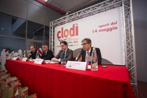 In primo piano, da destra Elio Gasperoni, vice presidente di Coop Adriatica, e il  sindaco di Chioggia Giuseppe Casson