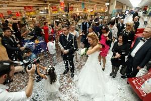 Alessandra Grazioso e Pierpaolo Apuzzo, la prima coppia di sposi in un centro commerciale