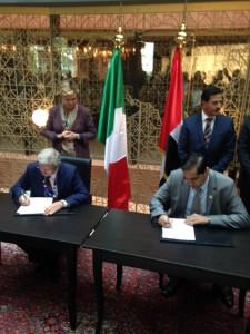 foto firma Protocollo Intesa Accredia-Esma per Emirati Arabi