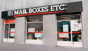 Vetrina Centro Mail Boxes Etc. Milano-Moscova Nastro Rosso