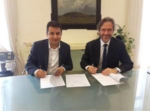 Roberto Reggi (a sin.), direttore generale dell'Agenzia, e Lamberto Mancini, direttore generale di Touring Club Italiano