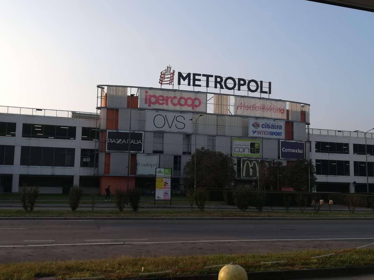 Metropoli A Novate Milanese.Cbre Advisor Per L Acquisizione Di Tre Centri Commerciali In
