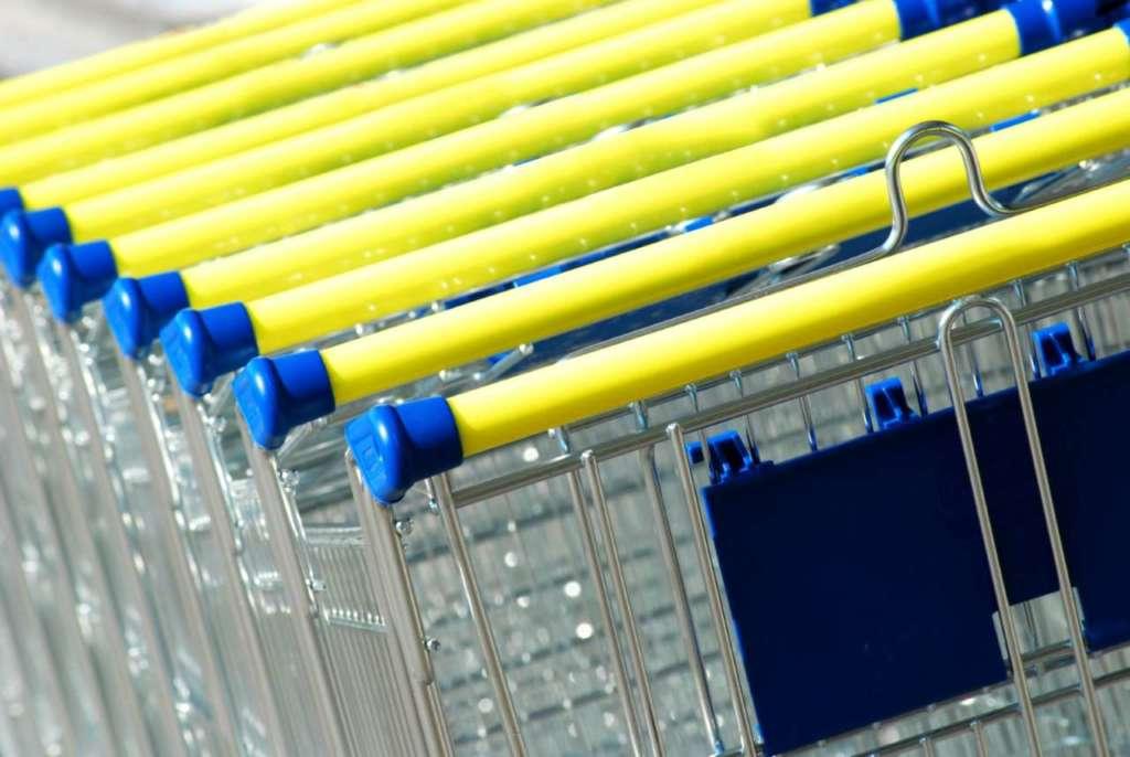 """Uno smart locker di un supermercato posto nei pressi di una struttura concorrente può rappresentare un valido caso di """"guerrilla marketing"""". [Credit immagine: www.microstockpoint.com]"""