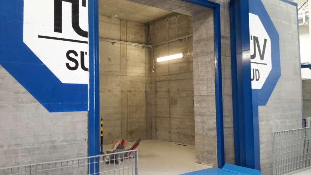 Il bunker di cemento per i test con metodo radiografico fiore all'occhiello del laboratorio Bytest - TÜV Italia